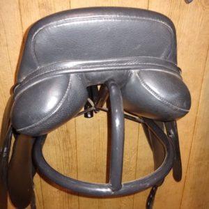 Kent & Masters Dressage Saddle – used